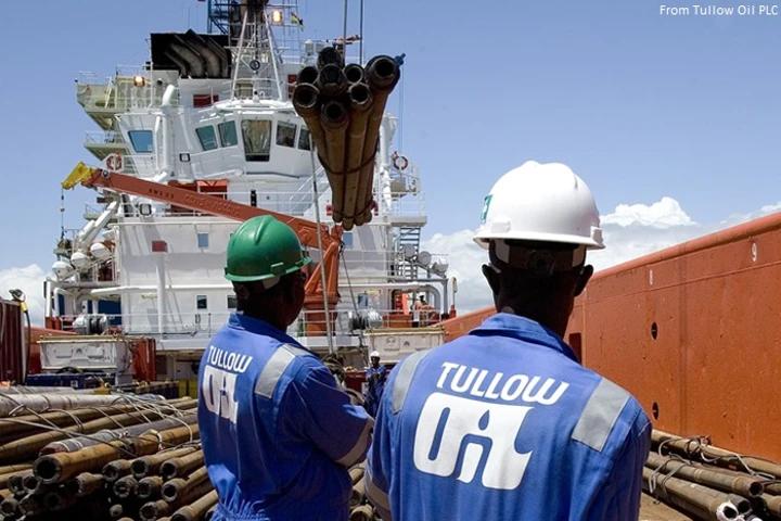 Loading pipe onto Maersk Venturer (Photo: Tullow Oil plc.)
